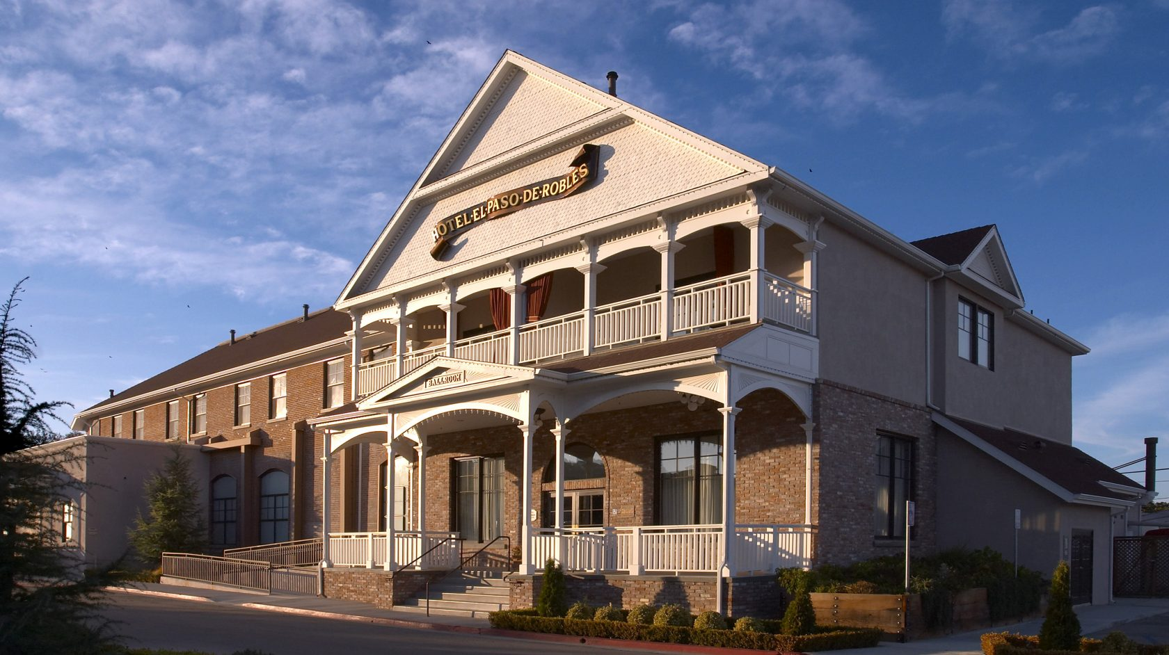 Exterior of Historic Paso Robles Inn Ballroom