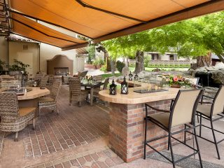 Paso Robles Inn Steakhouse Outdoor Seating on Patio